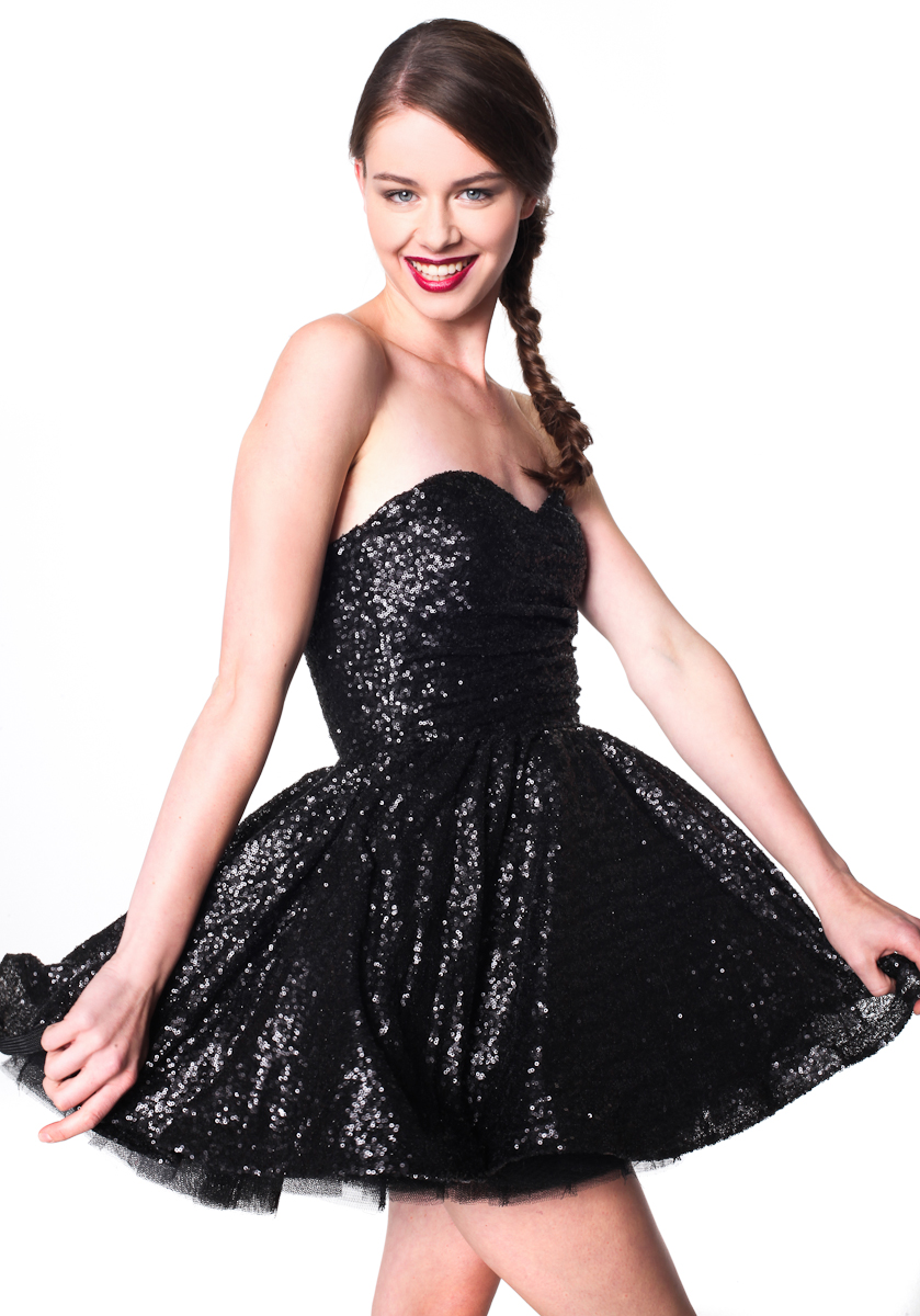 czarna cekinowa sukienka 3
