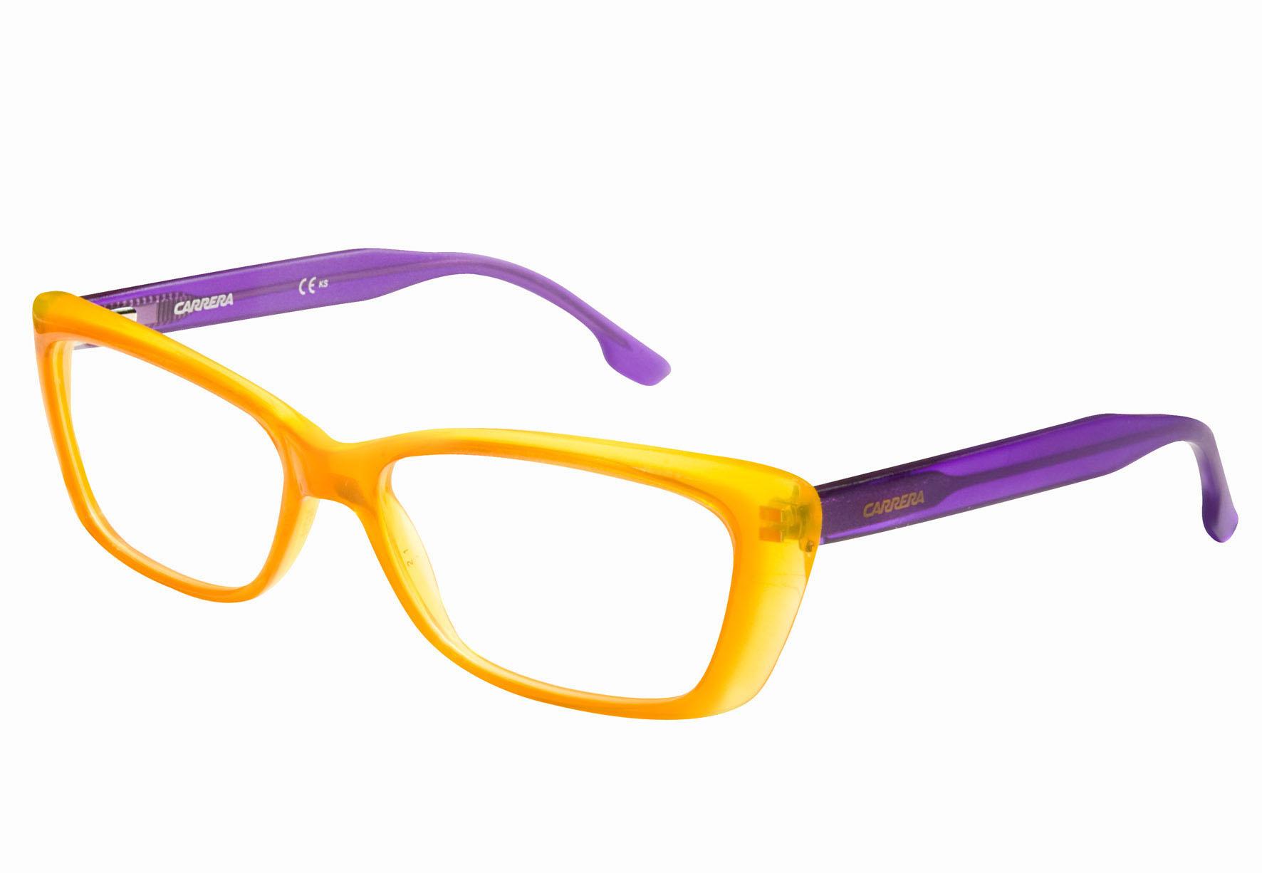 Plastikowe oprawki do okularów opanowały blogi modowe oraz ulice miast