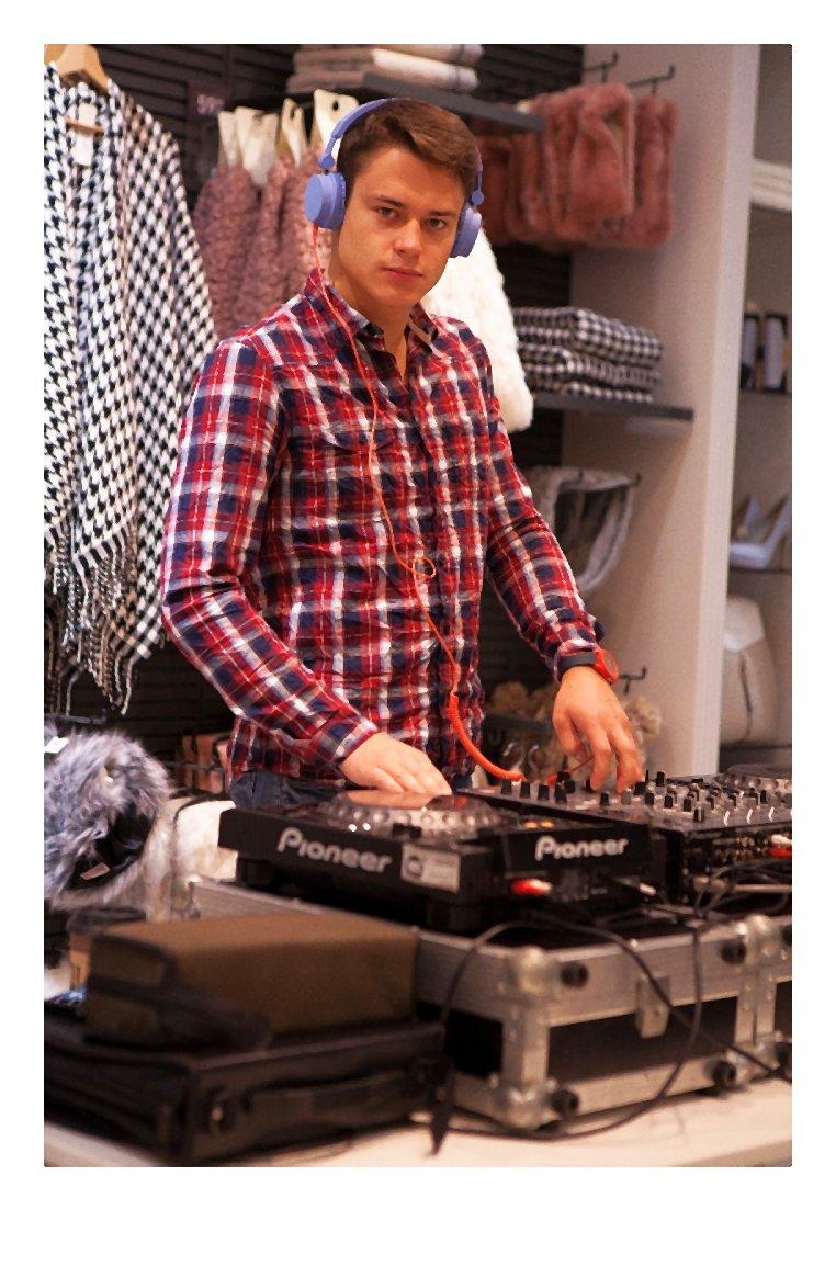 kaukaz-Re-otwarcie salonu marki NEW LOOK w Z_otych Tarasach (5)-005-2014-10-15 _ 15_14_00-80