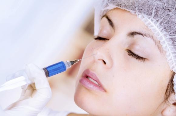 Korekcja nosa – igła zamiast skalpela LIFESTYLE, Uroda - Nos jest jedną z najbardziej wyeksponowanych części twarzy, zatem nawet niewielkie defekty czy dysproporcje przyciągają uwagę i trudno jest je zamaskować.