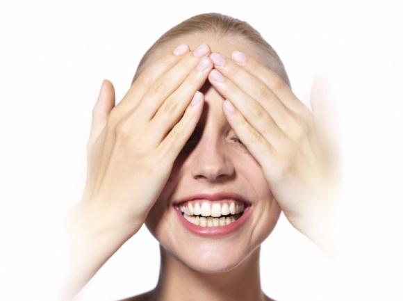 Zatrzymaj naturalną ekspresję twarzy! LIFESTYLE, Uroda - Wyraz twarzy może przekazywać naprawdę wiele uczuć i emocji, a dynamika ruchu odzwierciedla nasze indywidualne piękno. Niestety niektóre z metod walki z procesem starzenia, razem ze zmarszczkami, mogą odebrać nam bogatą mimikę twarzy.