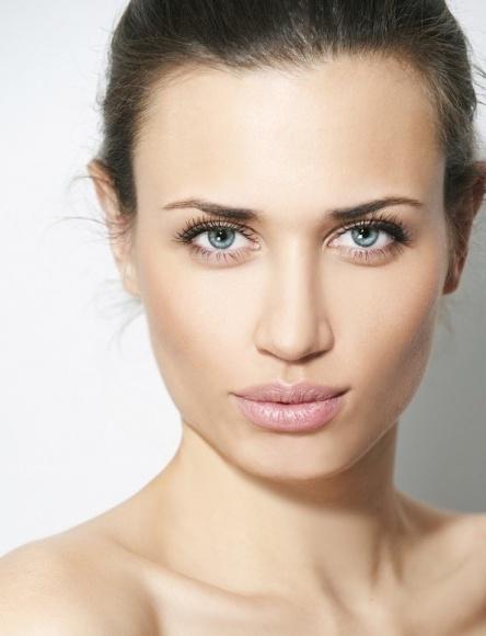 Zmarszczki wokół ust – jak się ich pozbyć? LIFESTYLE, Uroda - W okolicach ust widać pierwsze zmarszczki i niedoskonałości skóry. Jeśli nie chcesz korzystać z laserów bądź wypełniaczy, spróbuj tego zabiegu!