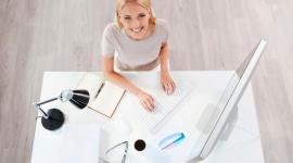 Czy praca w biurze wpływa na urodę? LIFESTYLE, Uroda - Klimatyzowane lub ogrzewane biuro, osiem godzin przed komputerem i brak ruchu – na pewno znasz to doskonale! Z reguły zdajemy sobie sprawę z wpływu takiego trybu życia na zdrowie, jednak czy wiemy, że sytuacja ta może odbić się też na naszym wyglądzie?