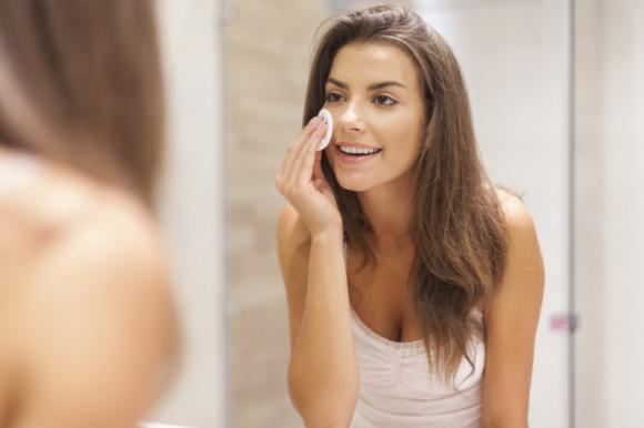 Po pierwsze – oczyszczaj! LIFESTYLE, Uroda - Znajdź odpowiedź na pytanie: jakie kosmetyki stosować, aby właściwie oczyścić skórę?