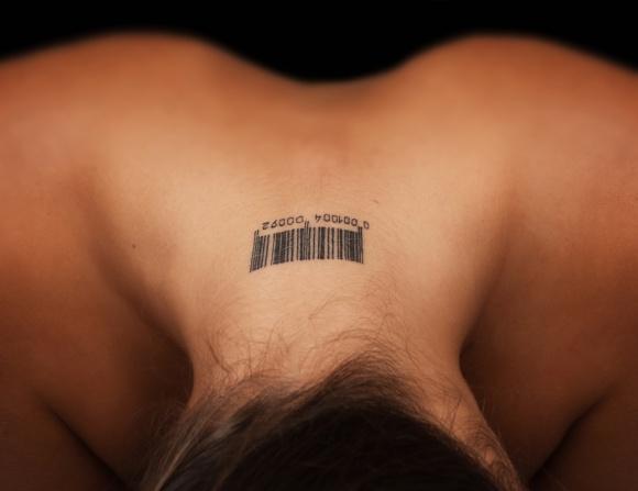 """Tatuaż? Już go nie chcę! LIFESTYLE, Uroda - Kiedy początkowo atrakcyjny, oryginalny i wymarzony tatuaż okazuje się pomyłką i niechcianą """"ozdobą"""", stoimy przed trudnym wyborem – pogodzić się z jego obecnością lub spróbować go usunąć."""