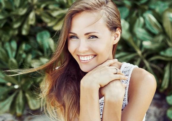 Sprawdź stan swojej skóry w 5 krokach LIFESTYLE, Uroda - Wiosną i latem dużo czasu spędzamy na słońcu. Odpowiednia pielęgnacja i zabezpieczanie skóry przed promieniowaniem UV pozwala nie tylko cieszyć się opalenizną, ale również pomaga chronić przed nowotworami.
