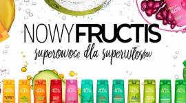 Nowy Fructis LIFESTYLE, Uroda - Nowe formuły Fructis, bez parabenów, oferują skuteczność dzięki odżywczym właściwościom superowoców. To wyjątkowe połączenie ekstraktów z owoców o udowodnionej skuteczności, protein oraz witamin B3 i B6, dla widocznie zdrowszych i mocniejszych włosów.