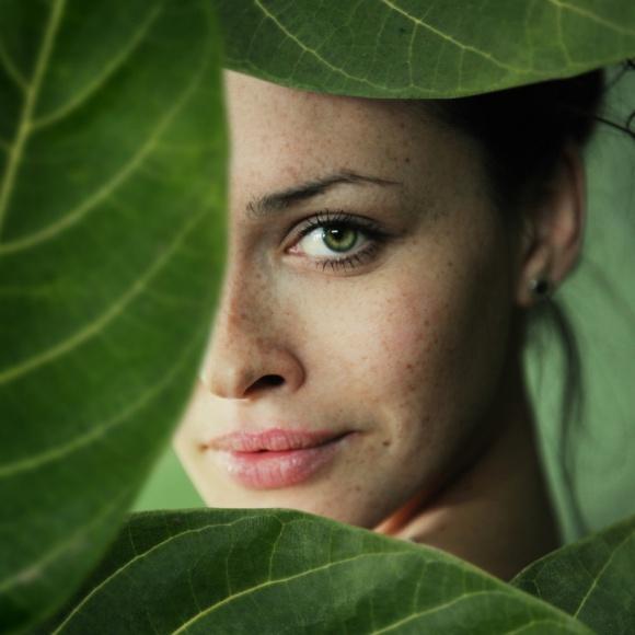 Regeneracja wprost z natury – błękitna krew LIFESTYLE, Uroda - Przesuszona po lecie, podrażniona po nieudanym zabiegu, a może po prostu poszarzała i bez życia? Podpowiadamy, co przywróci zdrowy i piękny wygląd skóry.