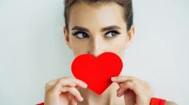 Walentynki last minute – 3 sposoby na piękny wygląd LIFESTYLE, Uroda - Chcemy być atrakcyjne każdego dnia, ale walentynki to moment, w którym pragniemy szczególnie zaprezentować się partnerowi. Wiele czasu nie zostało, ale wciąż masz czas, by odpowiednio się przygotować. Co warto zrobić na ostatnią chwilę, by poczuć się pięknie?