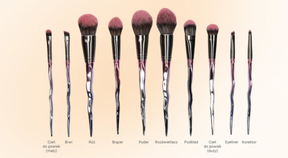 Pełny makijaż twarzy z jednym zestawem pędzli LIFESTYLE, Uroda - Marka Beautifly, lider wśród produktów kosmetologii mobilnej do profesjonalnej pielęgnacji twarzy i ciała w zaciszu domowym, przedstawia profesjonalny zestaw dziesięciu pędzli do pełnego makijażu twarzy jako idealną propozycję na prezent świąteczny.