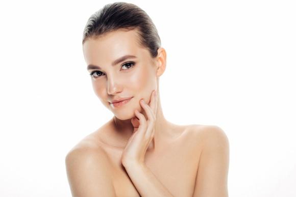 Atopowe zapalenie skóry – te fakty musisz znać! LIFESTYLE, Uroda - Pielęgnacja cery dotkniętej AZS nie należy do prostych zadań. Jak zatem radzić sobie z wymagającą, atopową skórą? Wyjaśnia Agata Głaz-Chodyna, kosmetolog marki Bioderma.