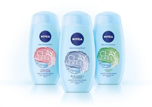 Oczyszczająca moc glinek w nowej linii NIVEA CLAY FRESH LIFESTYLE, Uroda - Wyobraź sobie codzienną kąpiel pod prysznicem, która dzięki glinkom oczyszcza skórę jak nigdy dotąd… Która może stać się przyjemnym rytuałem, a skóra po nim będzie wyjątkowo gładka. A do tego ten zniewalający zapach ziół i kwiatów! Poznaj NIVEA CLAY FRESH!