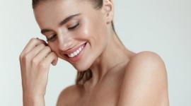 Dermapen to tylko początek! Oto recepta na piękną skórę! LIFESTYLE, Uroda - Dermapen to jeden z tych zabiegów, o których z pewnością słyszała każda kobieta interesująca się tematem pielęgnacji. O ile sam zabieg przynosi niesamowite efekty, o tyle te mogą być jeszcze bardziej spektakularne w połączeniu z pielęgnacją kosmeceutykami DP Dermaceuticals™.