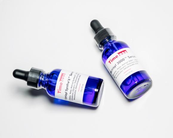 Matrixyl – rewolucyjny składnik w kuracjach anti-aging LIFESTYLE, Uroda - Matrixyl to peptyd, który ma szerokie zastosowanie w kosmetykach przeciwzmarszczkowych i pielęgnacyjnych. Substancja ta nie tylko niweluje oznaki starzenia, przywraca jędrność owalu twarzy czy odmładza dłonie, ale również przynosi efekty w pozbywaniu się rozstępów.
