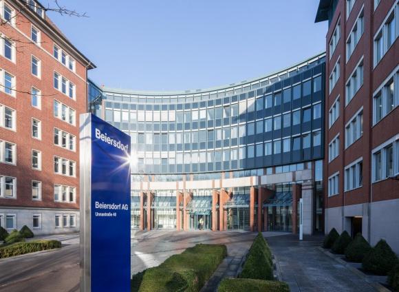 Beiersdorf - producent NIVEA - udziela pomocy placówkom medyczno-sanitarnym LIFESTYLE, Uroda - NIVEA Polska w ramach lokalnych działań wsparła właśnie finansowo trzy polskie placówki medyczne w Poznaniu.
