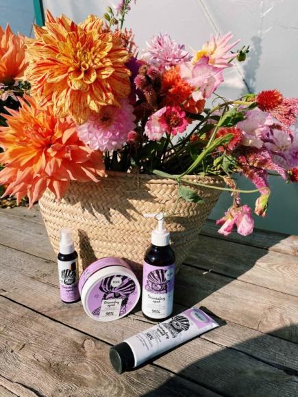 Naturalna pielęgnacja włosów z YOPE LIFESTYLE, Uroda - Orientalny ogród, Mleko Owsiane i Świeża trawa to znane i lubiane serie do włosów YOPE, które zostały właśnie uzupełnione o detoksykujący szampon, maski i olejek do włosów.