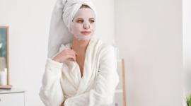 Jak poprawić sobie nastrój, czyli pielęgnacyjne nowości w Rossmann, które pop LIFESTYLE, Uroda - Relaks! Ostatnio potrzebujemy go wyjątkowo mocno. O nasze dobre samopoczucie w długie wieczory oraz efekt skóry jak po wizycie w salonie kosmetycznym idealnie zadbają nowości marki MEDIHEAL.